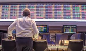 Levante Ideias - Homem bolsa de valores