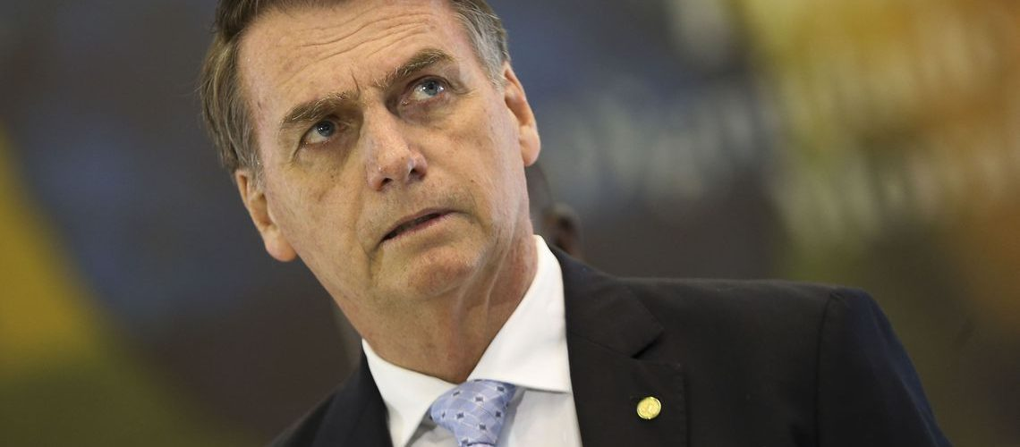 O Presidente eleito Jair Bolsonaro, fala com a imprensa após reunião com os futuros comandantes das Forças Armadas, no Comando da Marinha, em Brasília.