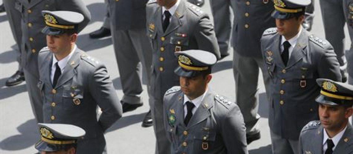 Levante Ideias - Militares
