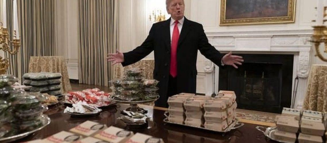 Trump distribui lanches na Casa Branca
